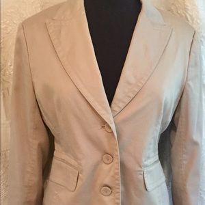 CAbi Beige 3  Button Closure Travel Blazer Size 8
